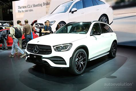 2020 Mercedes-Benz GLC Looks Lonely Next to the CLA in
