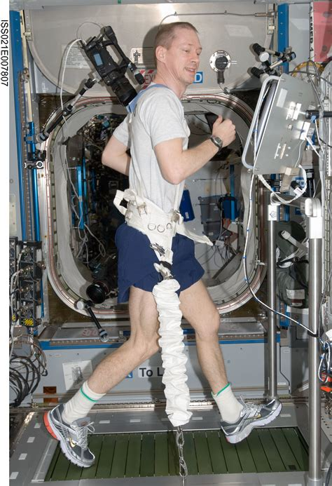 ESA - Space for Kids - Life in Space - Exercise - images